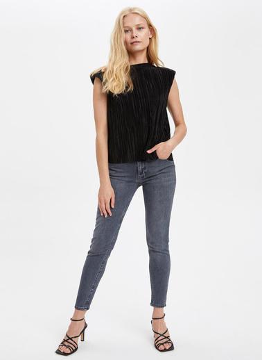 DeFacto Işıltılı Kolsuz Bluz Siyah